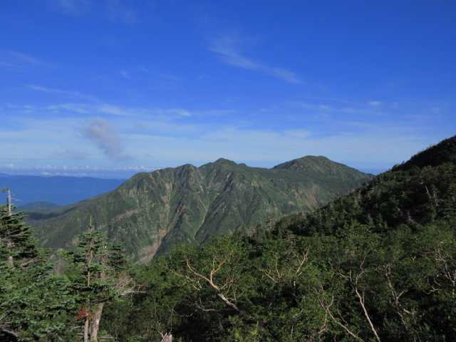 IMG1452JPG小屋裏から白山釈迦岳、四塚山方面