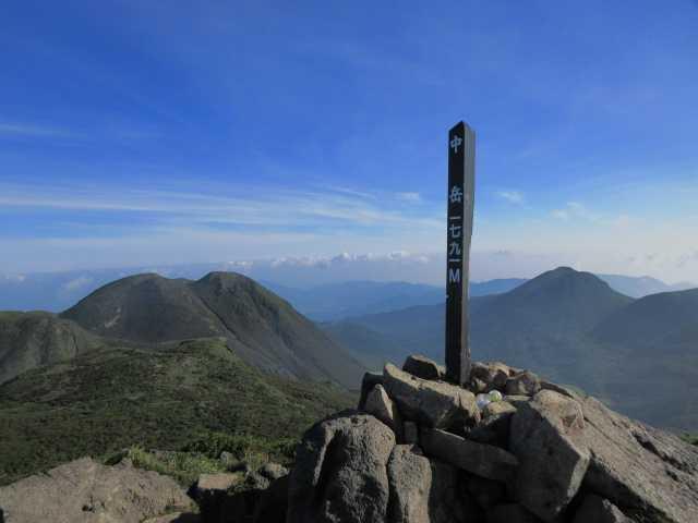 IMG1766JPG中岳山頂より三俣山
