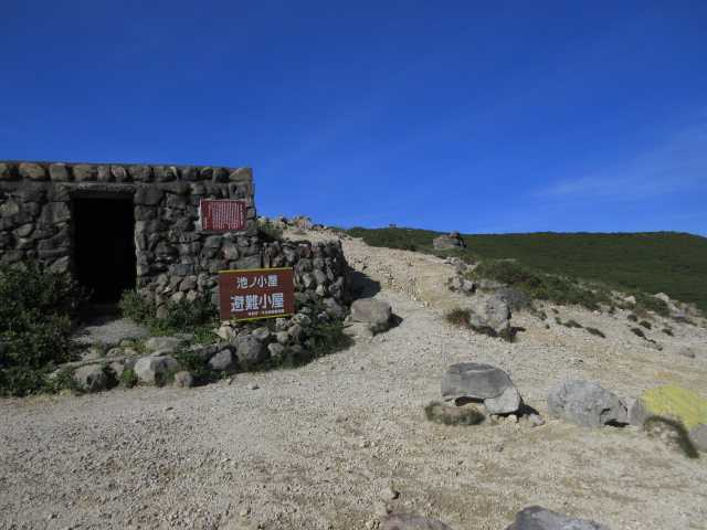 IMG1781JPG池の小屋