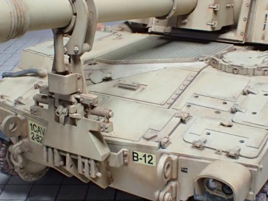 M109パラディン自走砲 車体前部