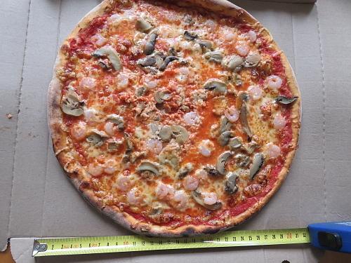 フィンランド でかいピザ