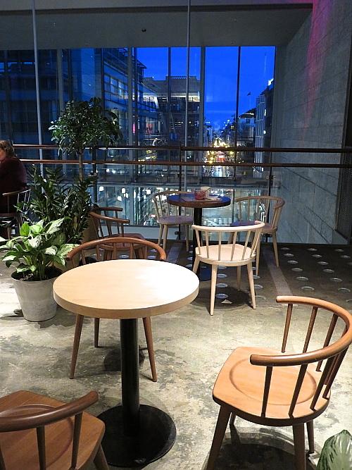 ヘルシンキ Kamppi 5階 カフェ