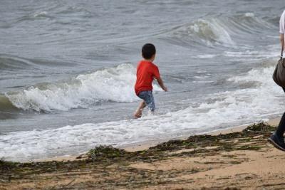 潮が引いて子供DSC_0527