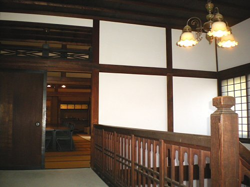 安養院・2F階段