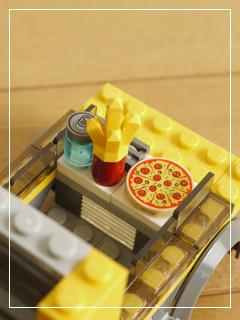 LEGOPizzaVan12.jpg