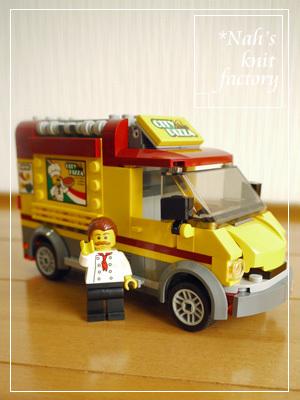 LEGOPizzaVan15.jpg