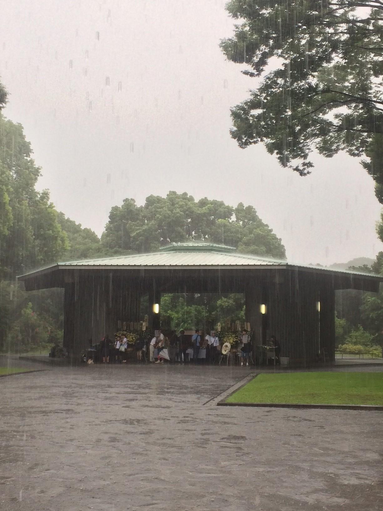 敗戦日 雨