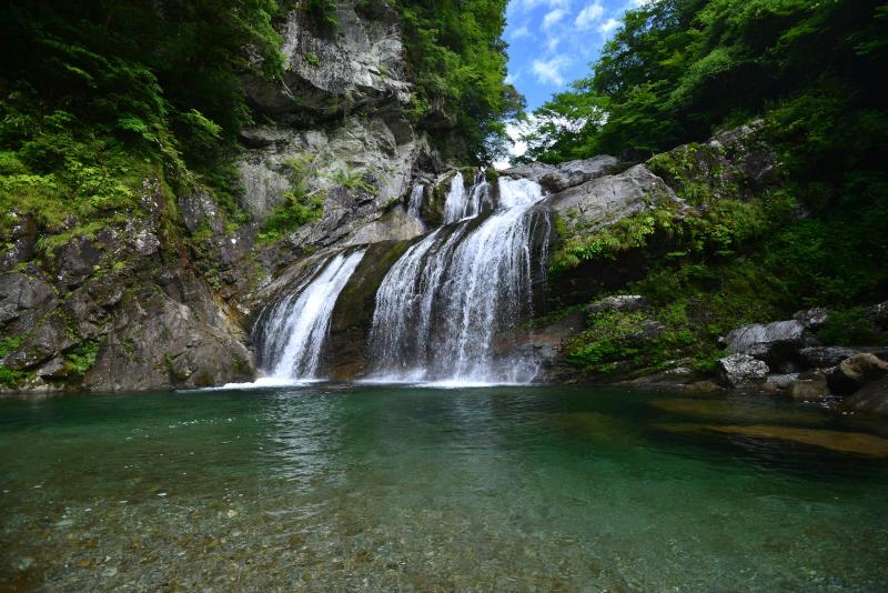 「アメガエリの滝1」