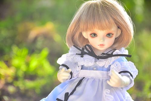 ROSEN LIED、Tuesday's child、通称・火曜子のチェルシー。アリス服に身を包んで、森の中へ。
