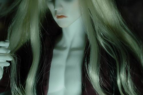 Ring doll、K-Style BのKのネクタイをほどいて、胸元を開いた姿で