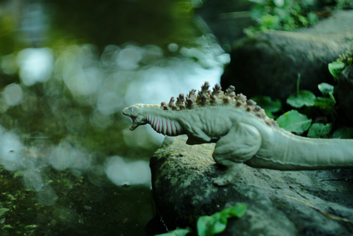 池に入って遊びたくてモジモジしている、シン・ゴジラ第二形態、蒲田くん