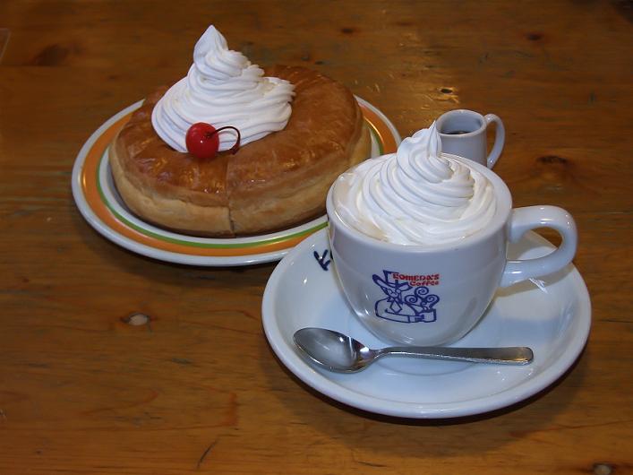 DSCF6659 コメダ珈琲の 「シロノワール」 と 「ウインナーコーヒー」-1