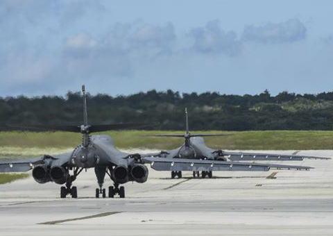 グアム トランプ 戦略爆撃 B-1 アンダーセン空軍基地 北朝鮮 金正恩