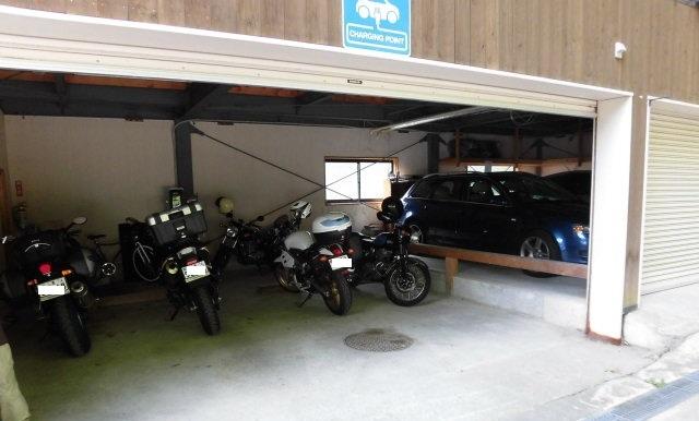 ガレージ4
