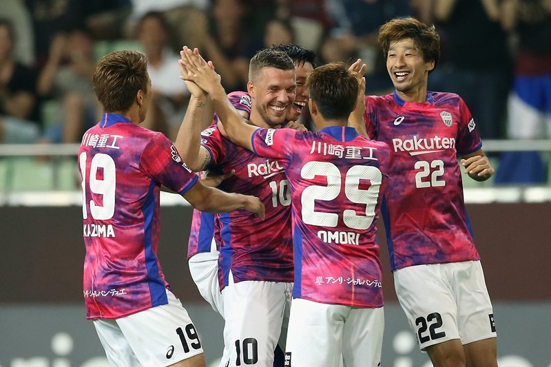Lukas Podolski debuts with a goal for Vissel Kobe