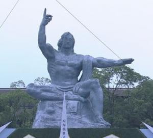 長崎 原爆像