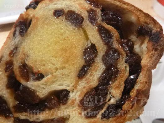 ぶどうたっぷり食べ応え満点のパン019