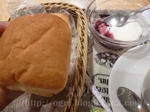 77%ぶどうパン付モーニングを実食035