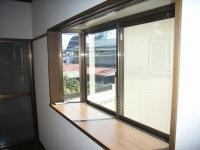 洋室6畳出窓2