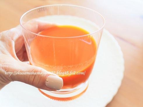 伊藤園 純国産野菜は濃いオレンジ色