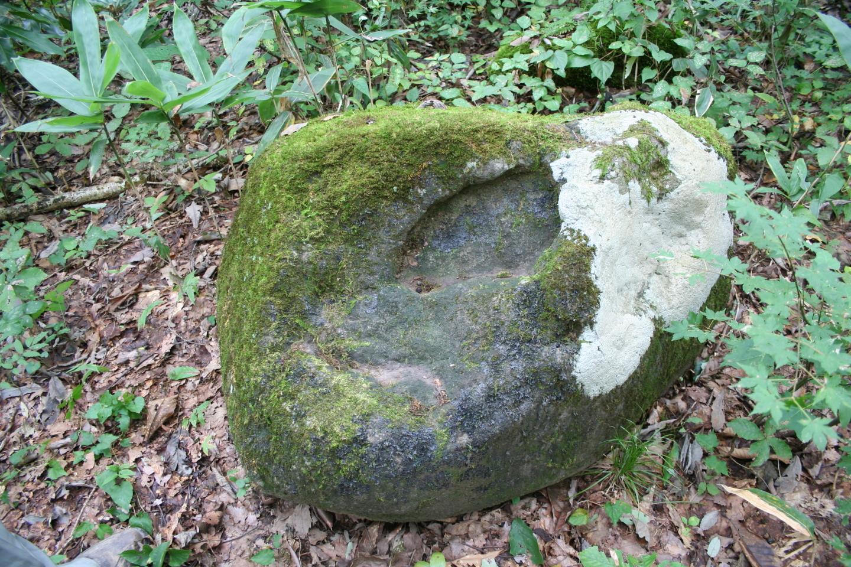 踏ん張り石