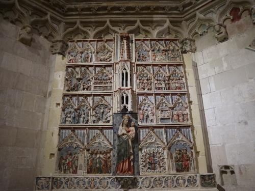カテドラル祭壇脇のレリーフ