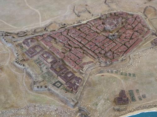城壁に囲まれた古代タラコ