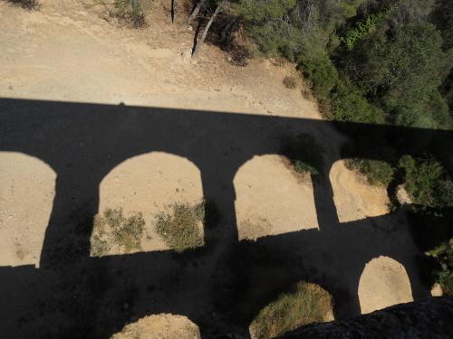 ラスファレラス橋の影
