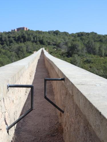 ラスファレラス橋の上を歩く