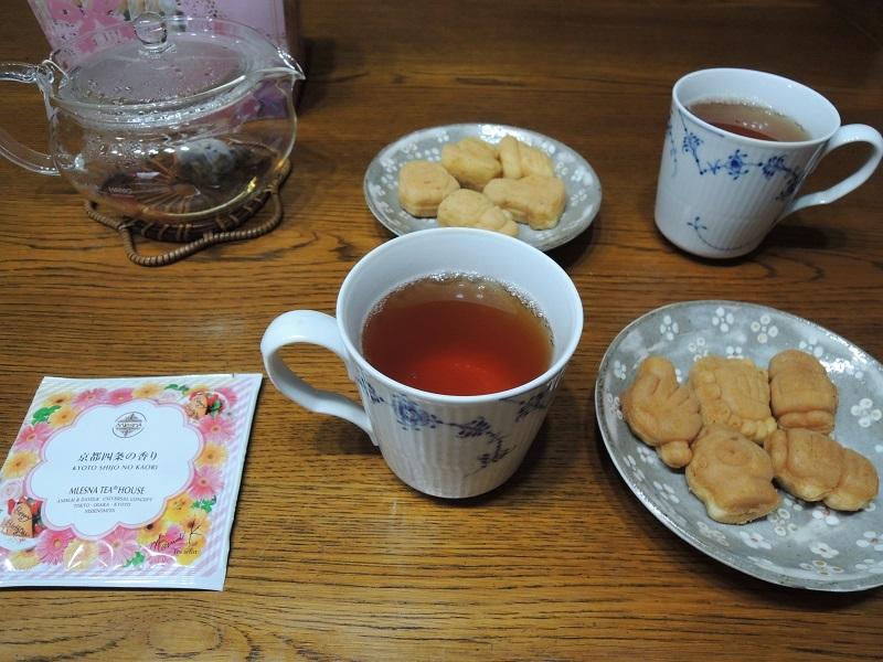 ムレスナティーさんの紅茶とカステラ