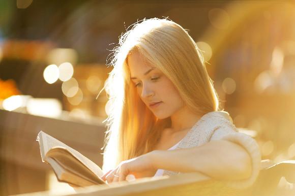 読書 女性 21