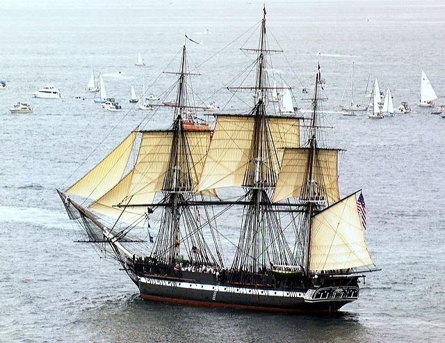 マサチューセッツ湾を航行中のコンスティチューション 1997年