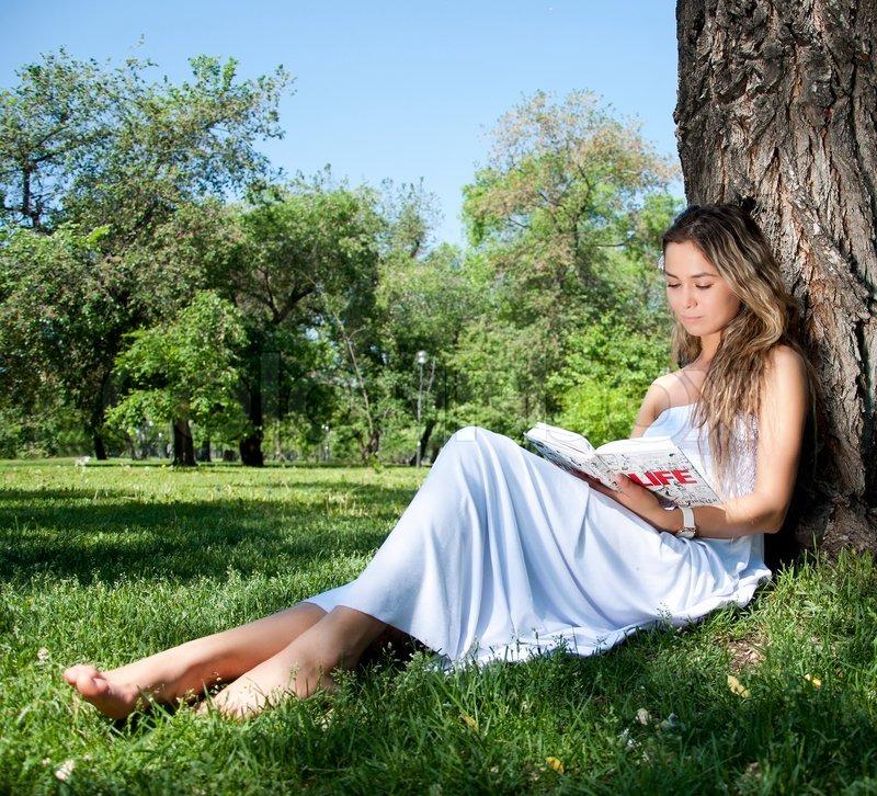 女性 外国人 読書 18