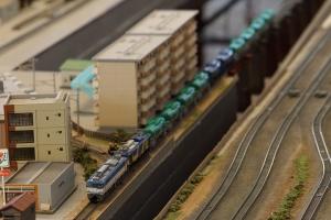 EF64-1015三色更新+EF64-1010試験塗装牽引石油列車