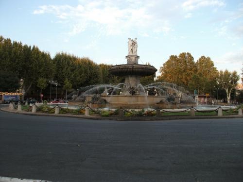市内に100以上の噴水