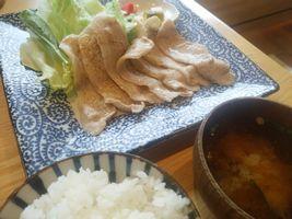 【写真】恋する豚のロース肉塩コショー焼き定食