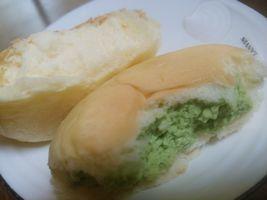 【写真】八天堂きさらづのクリームパン(カスタードと抹茶)