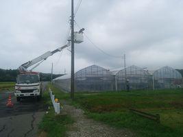 【写真】落雷で停電した電柱工事の様子
