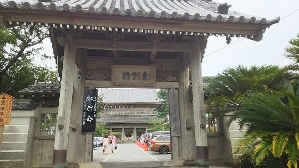 光明寺の山門(献灯会)