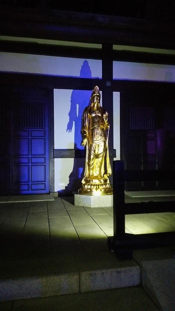 長谷寺の菩薩の影