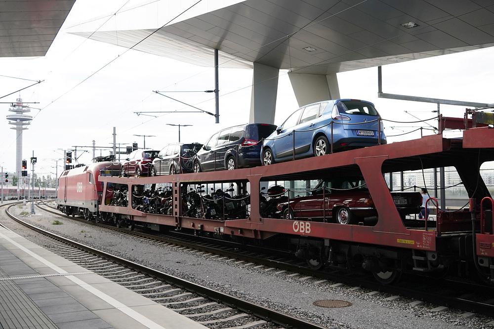 鉄道と車1