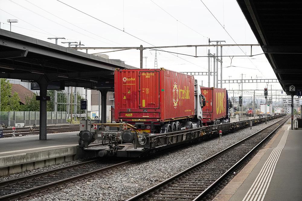 鉄道と車2