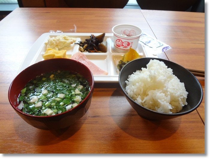 宿の朝飯DSC00521