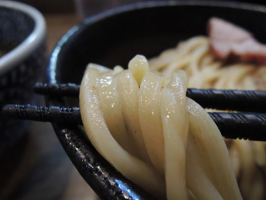 極濃煮干しつけ麺 並(200g)の麺
