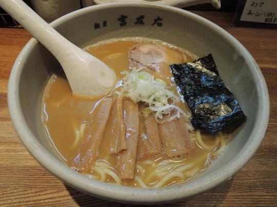 らーめん(麺200g)(780円)