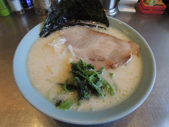 塩豚骨ラーメン(太麺)(650円)