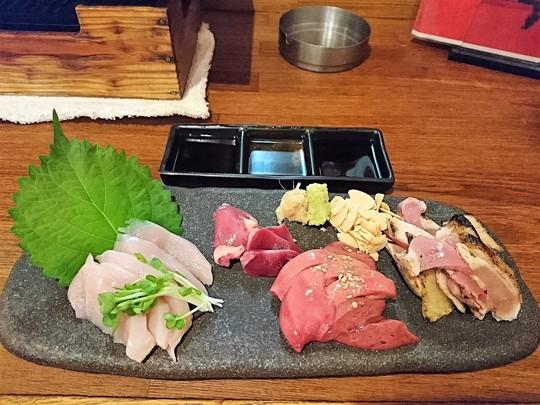 軍鶏造り盛り合わせ(1382.4円)