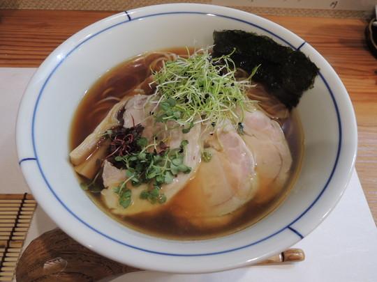 鶏出汁中華(950円)