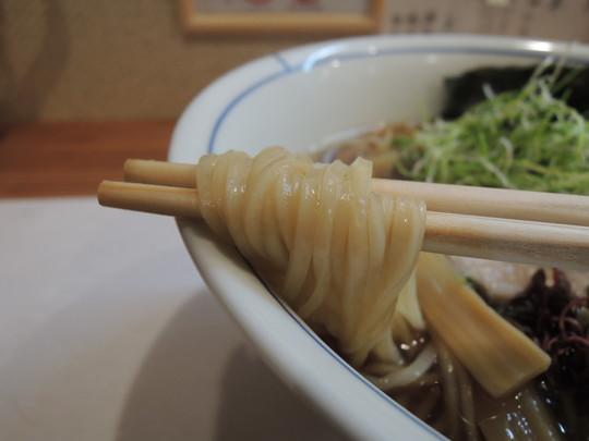 鶏出汁中華の麺