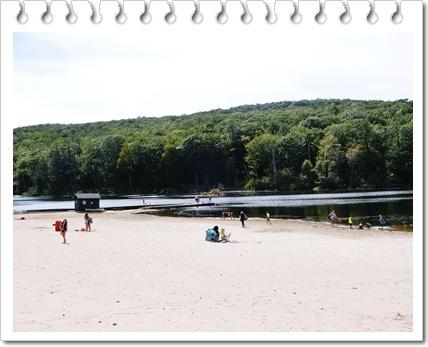 湖の遊泳場